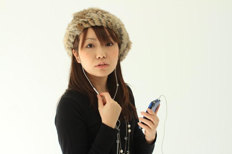 メンズファッション冬コーデ、インナーのチラ見せ術